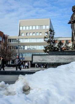 Statuja e Ibrahim Rugovës në qendër të Prishtinës | Foto: Atdhe Mulla