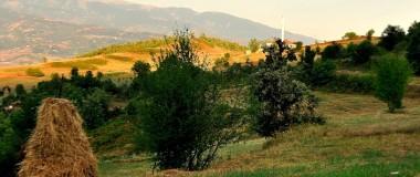 Xhami në Kuturman, Çermenikë e Shqipërisë, fshati i lindjes së autorit dhe panorama përreth | Foto: Vladimir Karaj