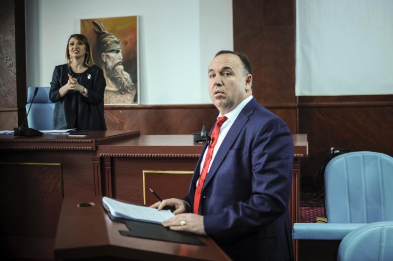 Sokol Bashota, kryetar i Klinës, gjatë debatit 'Jeta në Komunë'. Foto: Atdhe Mulla