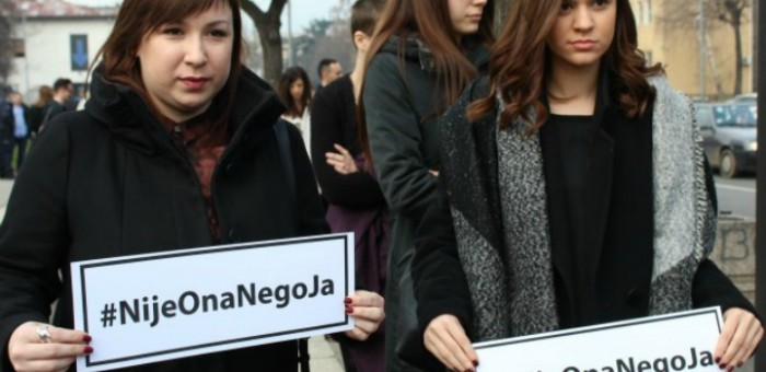 Protstues në Beograd që mbështesin Anita Mitiq | Foto: Filip Avramovic