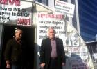Ahmet Sylejmani  dhe Shyqeri Bajrami në hyrjen e shatorrit të grevidstëve të ish-punonjësve të Fabrikës së Tubave të Çelikut   Foto: Blerina Rogova Gaxha