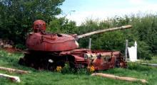 Tank i shkatërruar i ushtrisë serbe, model rus T-55, në Prizren  Foto: Mika Rantanen në Wikimedia