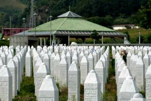 Varret e viktimave të Srebrenicës   Foto: Wikicommons