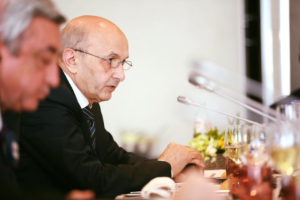 Kryeministri Isa Mustafa I Foto: Facebook