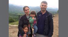 Rigerta Loku dhe Leonard Tusha me fëmijët e tyre   Foto: Lindita Çela