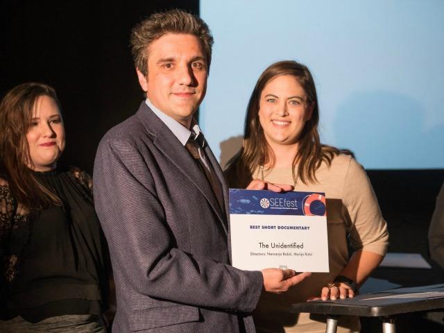 Nemanja Babiç merr çmimin në Festivalin e Filmit të Evropës Juglindore. Foto: Facebook/SEEFest.
