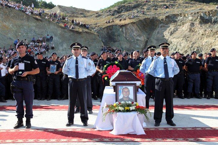 Ceremonia e varriimit të heroit të Kosovës Enver Zymberit - Foto: Facebook