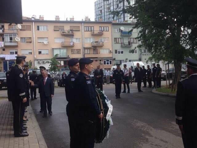 Homazhe te lapidari i heroit Enver Zymberi - Foto: KALLXO.com