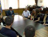 Ministri Arsim Bajrami pret garuesit e Olimpiadës Botërore të Matematikës - Foto: KALLXO.com