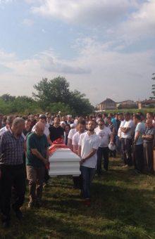 Pamje nga ceremonia e varrimit të Armela Segashit - Foto: KALLXO.com
