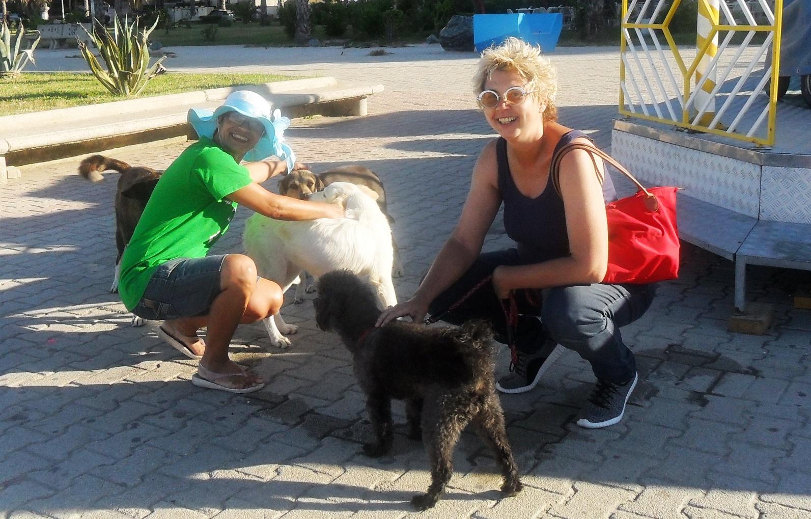 Vullnetaret Donika Hamzaj dhe Irene Tosti | Foto nga : Gëzim Kabashi