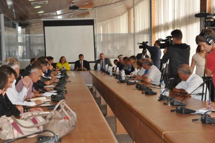 MInistri Bajrami takohet me drejtorët | Foto: MAShT