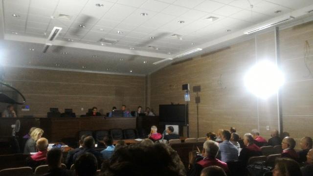 Drita alternative në seancë pas ndaljes së rrymës | Foto: KALLXO.com