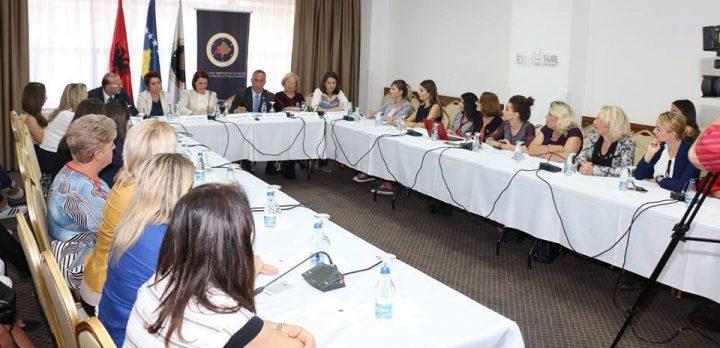 Tryeza e AGK-së për gratë dhe të drejtën e tyre në trashëgimi – Foto: Facebook
