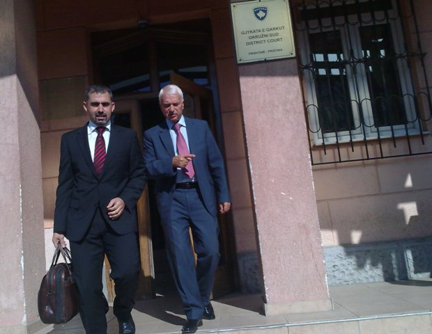 Bujar Bukoshi me avokatin e tij, Besnik Berisha. Foto: Arkiv