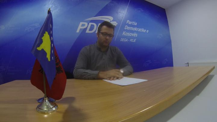 Zyrtari i PDK-së, Arton Muhaxheri, që pretendon se u kërcënua me jetë nga nënkryetari i Komunës së Pejës - Foto: KALLXO.com