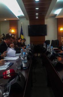 Ministrja Edita Tahiri raporton para Komisionit për Punë të Jashtme - Foto: KALLXO.com