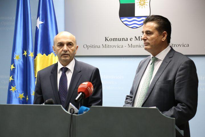 Kryeministri Isa Mustafa dhe kryetari i Mitrovicës, Agim Bahtiri  - Foto: ZKM