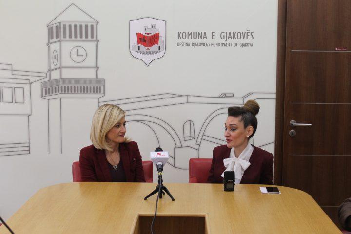 Kryetarja Mimoza Kusari-Lila dhe ambasadorja turke, Kıvılcım Kiliç - Foto: Komuna e Gjakovës