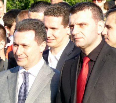 Lideri i VMRO DPMNE lNikola Gruevski (majtas) me Johan Tarculovski (djathtas). Foto arkiv: BIRN.