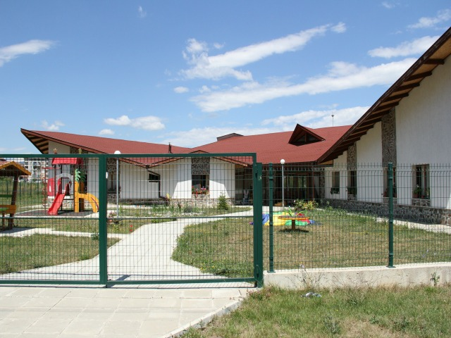 Një shtëpi e re kujdesi për fëmijët me aftësi të kufizuara në Botevgrad, 60 kilometra në verilindje të kryeqytetit të Bullgarisë, Sofie. Foto: Maria Milkova.