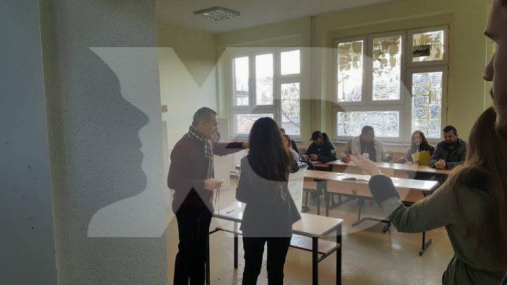 Pamje nga votimet për kryetar të Komunës së Drenasit - Foto: KALLXO.com