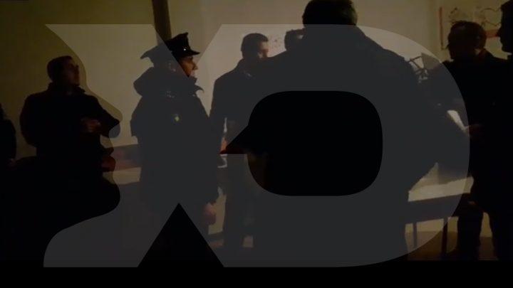 Policia ndërhyn në qendrën e votimit në Gllanasell - Foto: KALLXO.com