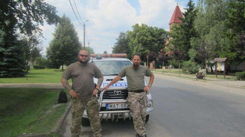 Anëtarë të patrullës kufitare qytetare të Hungarisë, të krijuar nga një kryebashkiak i zonës në kufi me Serbinë në kulmin e krizës së refugjatëve në vitin 2015. Foto: Aleksandrina Ginkova.