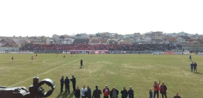 Pamje nga atmosfera para fillimit të ndeshjes Gjilani-Drita - Foto: KALLXO.com