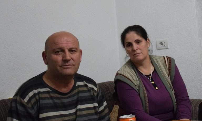 Isa Rexha dhe bashkëshortja e tij ne apartamentin e tyre në qendër të Krumës | Foto nga : Aleksandra Bogdani