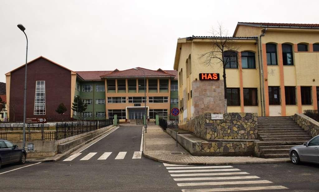 Rrugët e qytezës së Krumës zbrazen pas përfundimit të shkollës. | Foto: Facebook