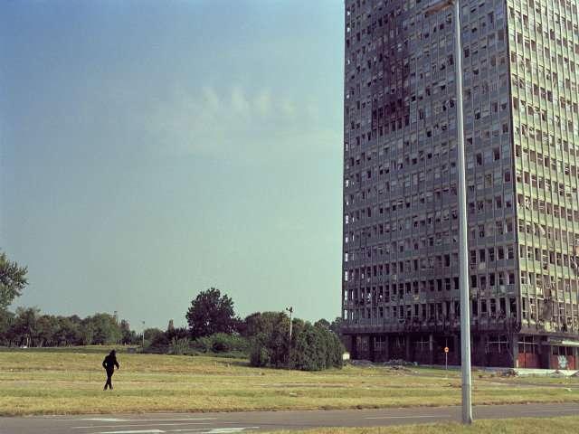 Kulla USCE në Beograd në shtator 1999, disa muaj pasi u bombardua nga NATO. Foto: Srdjan Veljoviq.