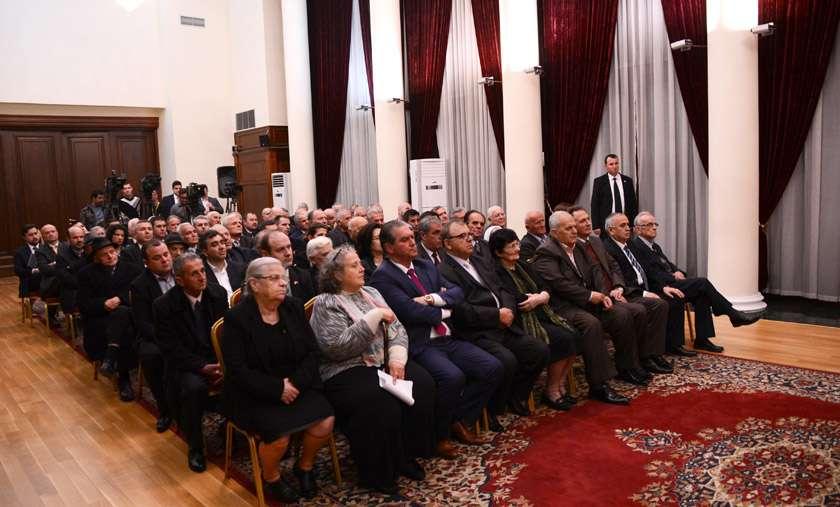 Ceremonia e nderimit të familjeve anti-komuniste nga Presidenti shqiptar, Bujar Nishani. Foto: President.al