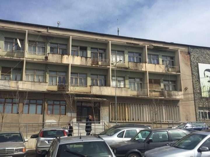 Qendra e Kulturës në Vushtrri Mezi Rri në Këmbë