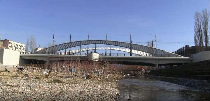 Policia Ndalon  Xhumanë tek Ura e Ibrit