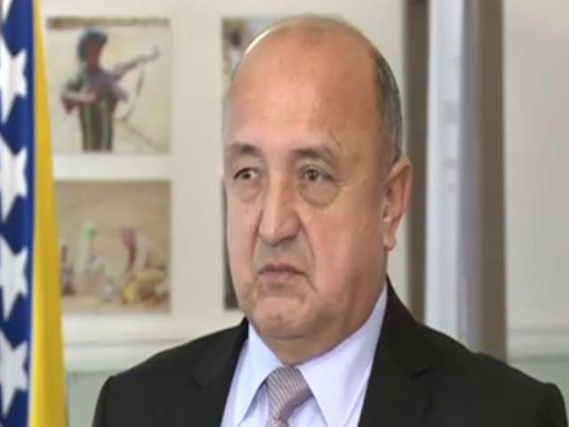 Shkarkohet Zëvendësministri Boshnjak i Mbrojtjes