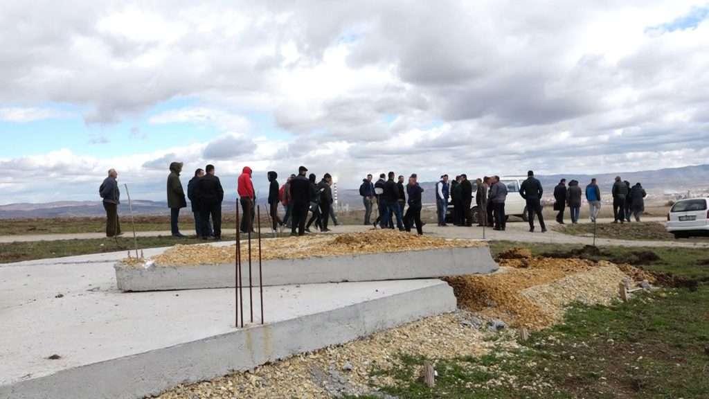 Pamje nga protesta e banorëve të Hades kundër rrënimit të themeleve të shtëpive - Foto: KALLXO.com
