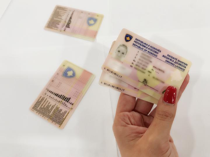 Arrestohen gjilanasit  falsifikuan patentë shofer austriak për t u pajisur me atë të Kosovës