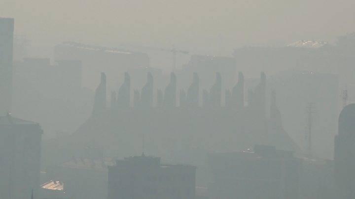 Ambasada amerikane alarmon mbi cilësinë e ajrit në Prishtinë