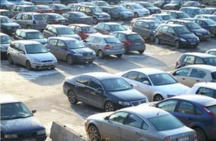 Shtrenjtimi i sigurimit të veturave   Merakli t kerreve  organizon protestë para BQK së