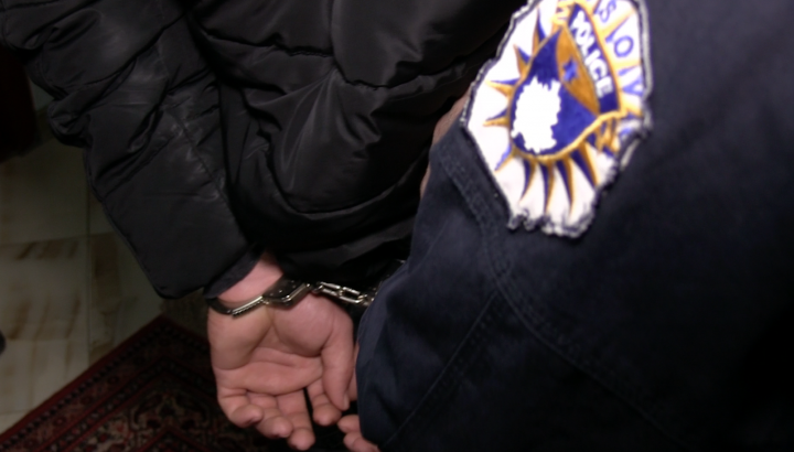 Arrestohet Pasi Gjuajti me Armë në Aheng Familjar