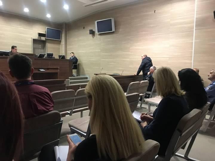 Gjykimi i Zyrtarit të Policisë që Akuzohet se i Mori 1 200 Euro një të Dënuari