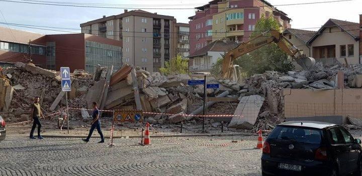 Rrënohet objekti i vjetër i Komunës së Vushtrrisë