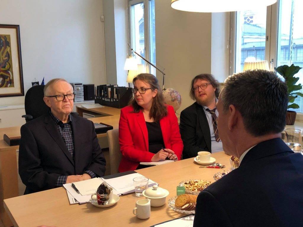 Veseli dhe Ahtisaari bisedojnë për të ardhmen e Kosovës