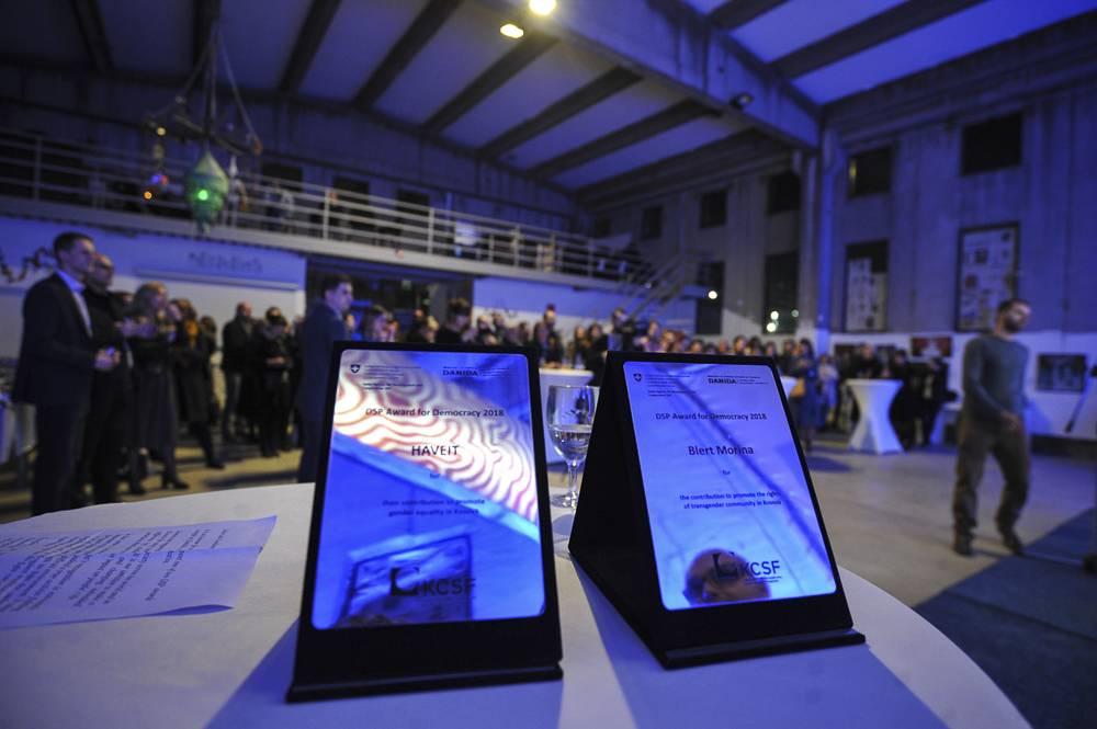 Blert Morina nderohet me çmimin për demokraci