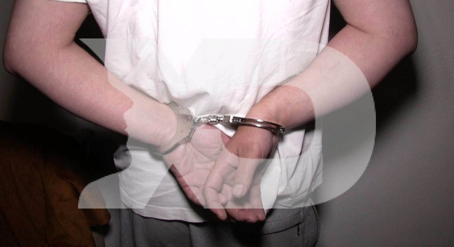 Arrestohen katër të mitur në Mitrovicë për vjedhje të llaptopëve në shkollë