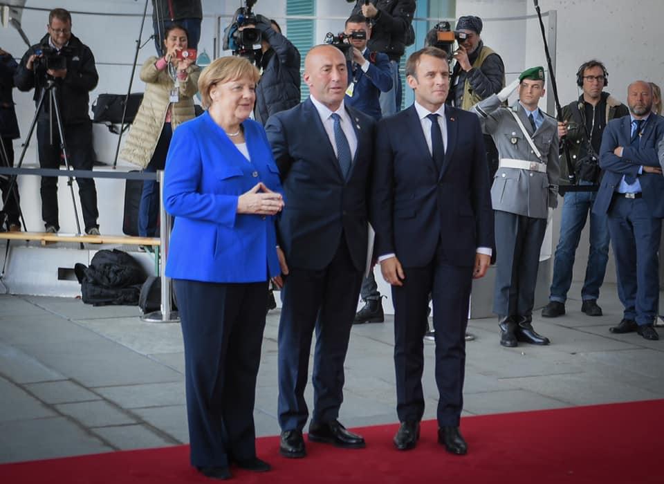 Para Samitit të Parisit  Haradinaj takon kancelaren Merkel në Berlin