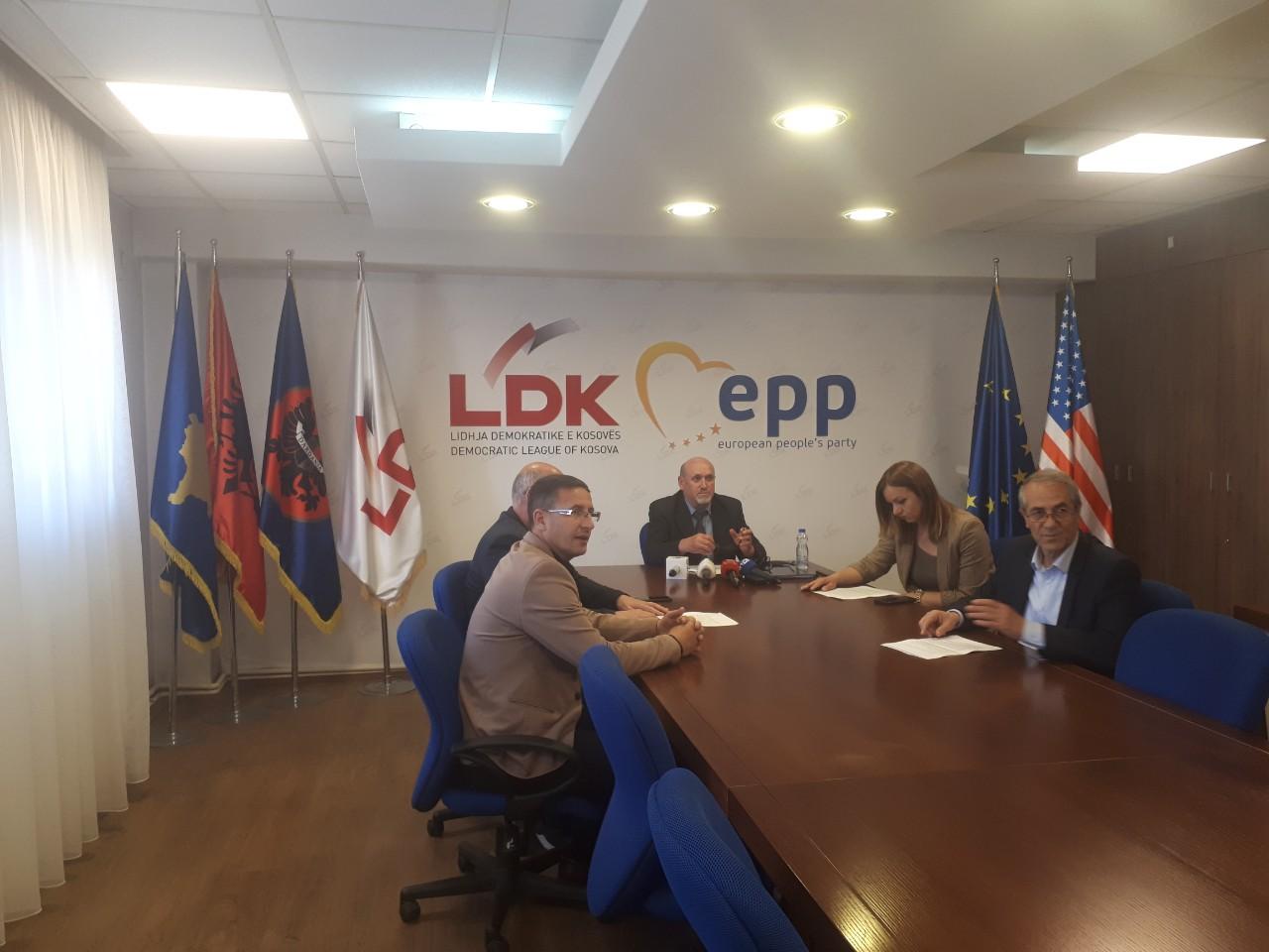 LDK kritikon Shpend Ahmetin për transportin dhe parkingun publik në kryeqytet
