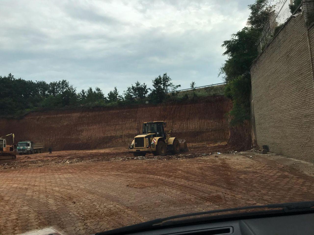 Gërmime afër autostradës  Ministria ia ndal kompanisë punimet