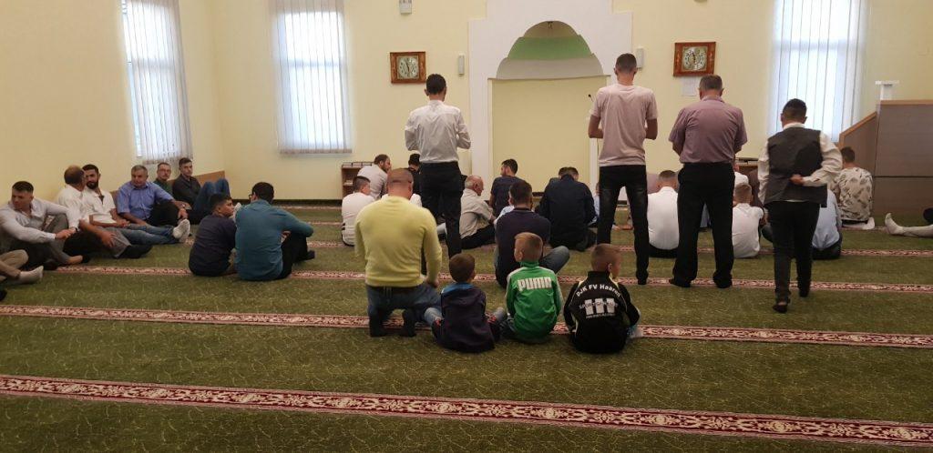 Ceremonia e faljes së namazit të Kurban Bajramit në njëren prej xhamive të Vushtrrisë - 11.08.2019
